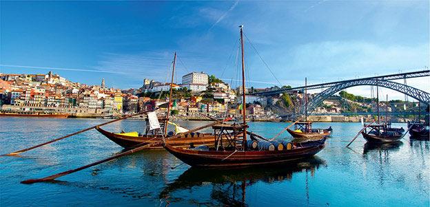 Традиционные лодки на реке Дору в Порту