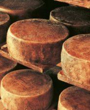 Пашский сыр (Paški sir)— родом из Хорватии, с острова Паг.
